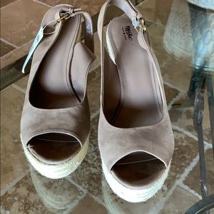 Women's Taupe Sandal. Size 10.  New With Tags